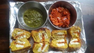 Stuffed cottage cheese pakoda with tangy red ch utney