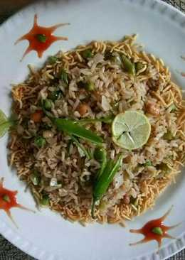Puffed rice green pea poha