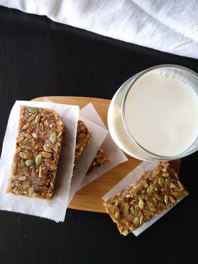 Dates breakfast bars no sugar