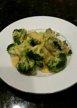 Brad's steamed broccoli with roasted hatch chile cheese sauce