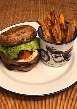 """Venison burger in a portobello mushroom """"bun"""" 🍔🍟"""