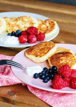 """Syrnyky"" ukrainian cottage cheese pancakes"