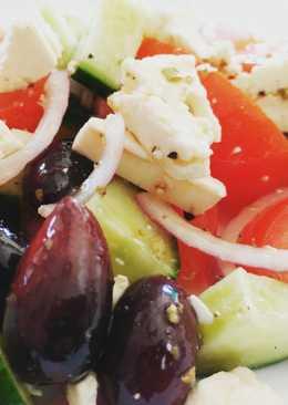 Lettuceless Greek Salad