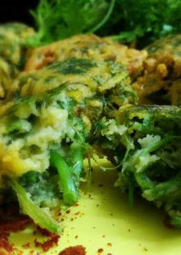 Dhonepata r Bora or Coriander Leaves Fritters
