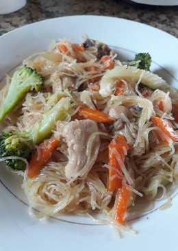 Pancit bihon(rice noodles)