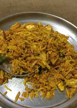 Chicken and Egg Pulav with Leftover chicken tikka and rice