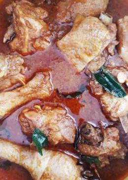 Kodi Kura Chitti Gaare (vada with country chicken curry)
