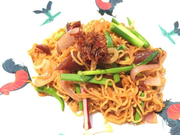 Spicy Mee Goreng With Onion And Chinese Sausage