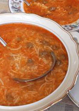Tomato soup with meatballs - shorbet eama