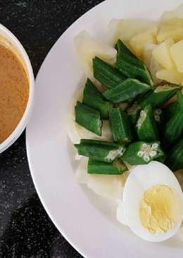 Gado Gado / Indonesian style salad with peanut sauce