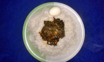 White rice and boiled egg with vegetable sauce