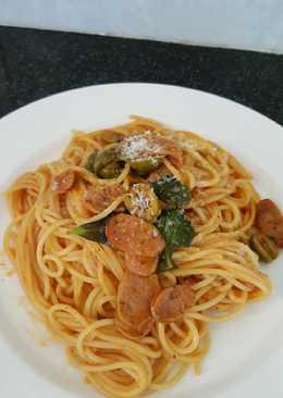 Spaghetti with chorizo tomato sauce