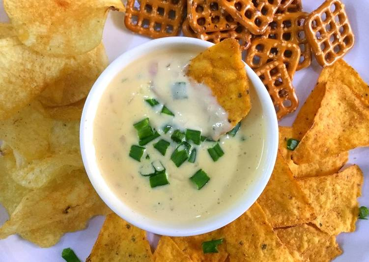 Easy Homemade Queso Dip/Cheese Sauce