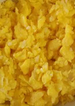 Decent Cheese Scrambled Eggs