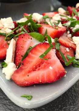 Strawberries with Blue Cheese, Arugula & Balsamic