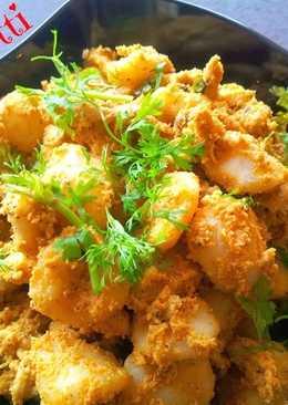 Kakkarotti - Steamed Rice Dumplings in Spicy Chicken Sauce