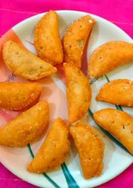 Gujiya..... dry fruitsss potli