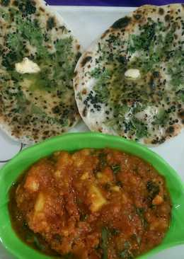Stuff butter naan with aloo gravy