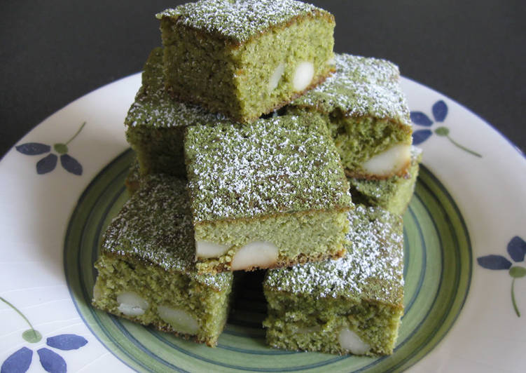Matcha, White Chocolate & Macadamia Brownie
