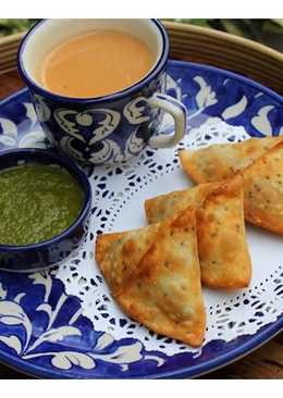 Potato Stuffed Samosas & Green Mango Chutney