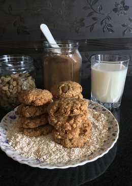Oats Raisin cookies with coffee