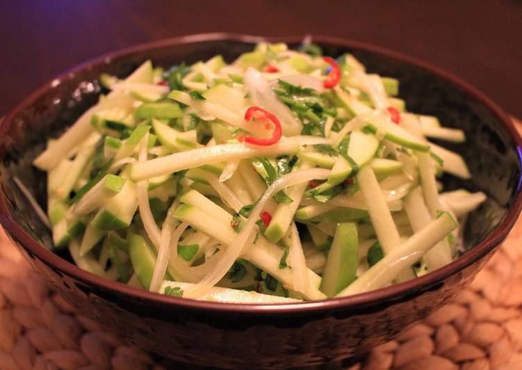 Thai-Inspired Green Apple Slaw