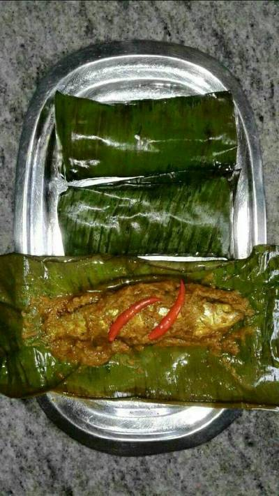 Banana leaf steam fish