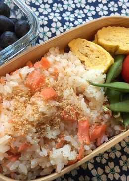 Salmon flake Bento Box