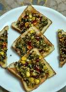 Spinach bread tawa pizza