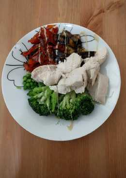 Poached chicken breast and roasted veggies bowl