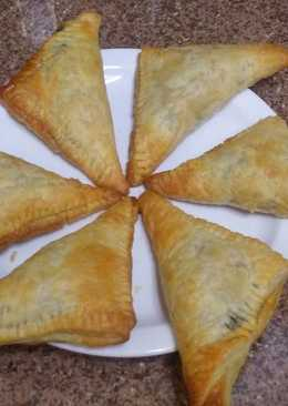 Spinach and feta cheese puff pockets