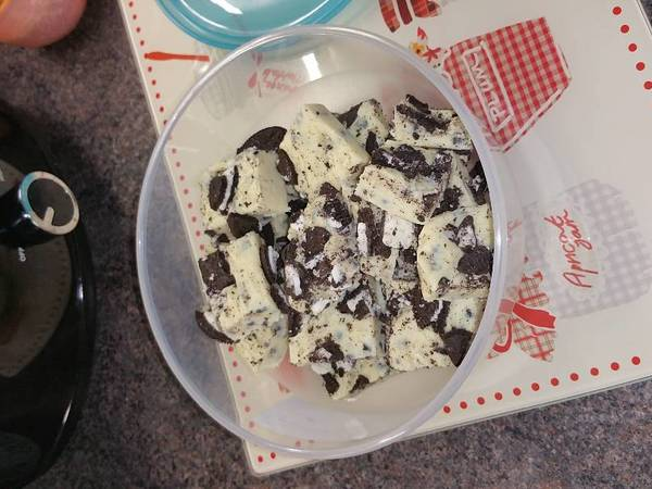 Milky bar and Oreo fudge (slow cooker)