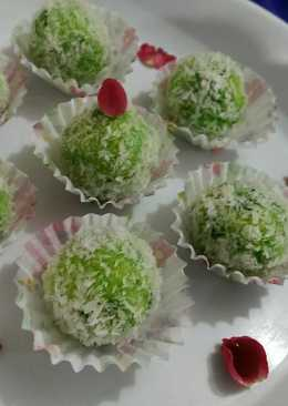 Pan coconut laddu