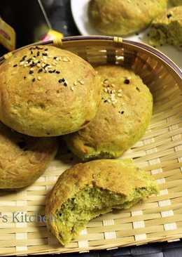 Spinach Bread Rolls