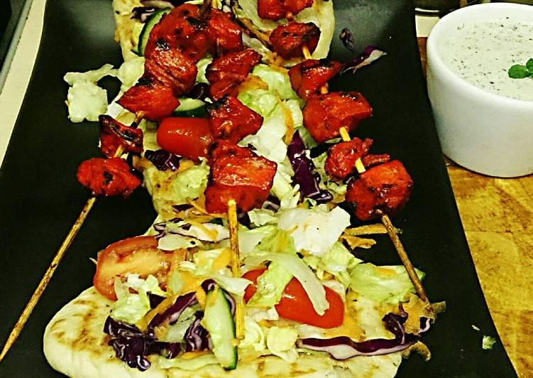 Texu0027s Chicken Tikka Kebab On Naan Bread 🐔🍞🍲🌿
