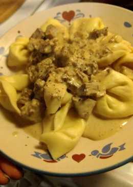 Tortellini in Mushroom Cream Sauce