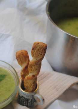 Leek and green peas soup