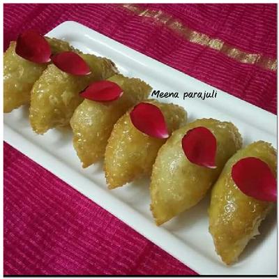 Gujiya (Moong daal khoya and nariyal stuffed)