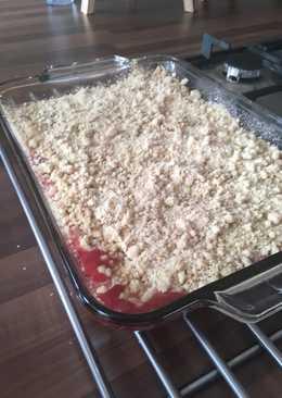 Rhubarb, apple and berry crumble