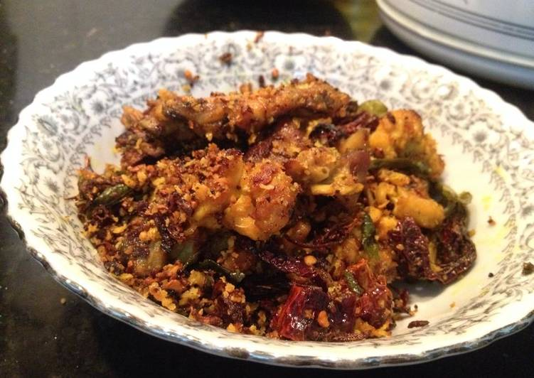 Dry Chicken with curry leaves and red chillies