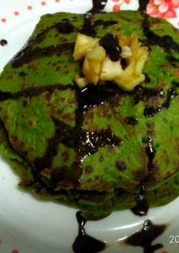 Palak pan cake with chocolate syrup