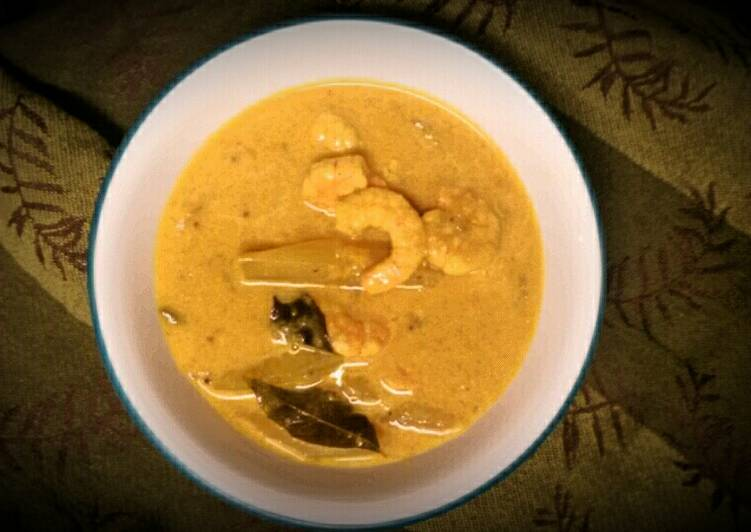Chemmeenum Mangayum- Prawns curry with Raw Mango & Coconut milk