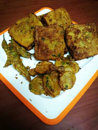 #kababs and Fritters (Bread pakoda)