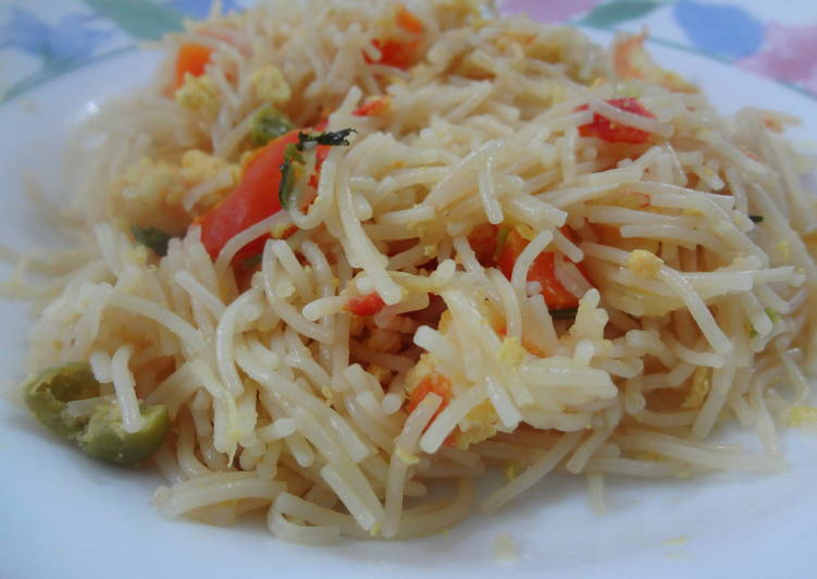 Mee Siam (Spicy Stir Fried Vermicelli)