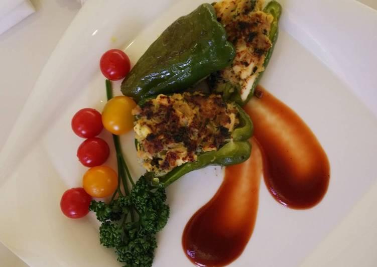 Easy! Chicken-Egg-Olive in green pepper