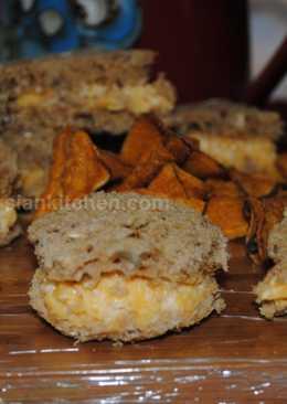 Cheddar cheese Mayonnaise sandwich