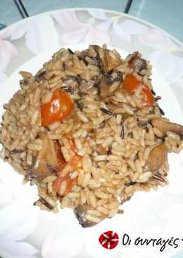 Mushrooms in tomato sauce with rice