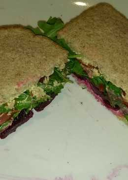 Spicy Hummus salad sandwich