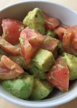 Five-minute salad with avocado & tomato