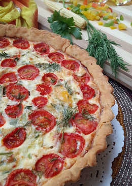 Crème fraiche quiche with pesto and veggies